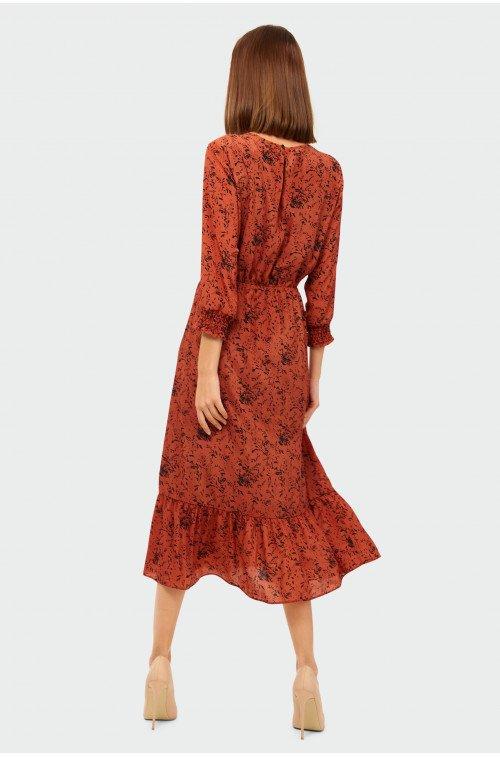 jesienna sukienka w kolorze czerwonym