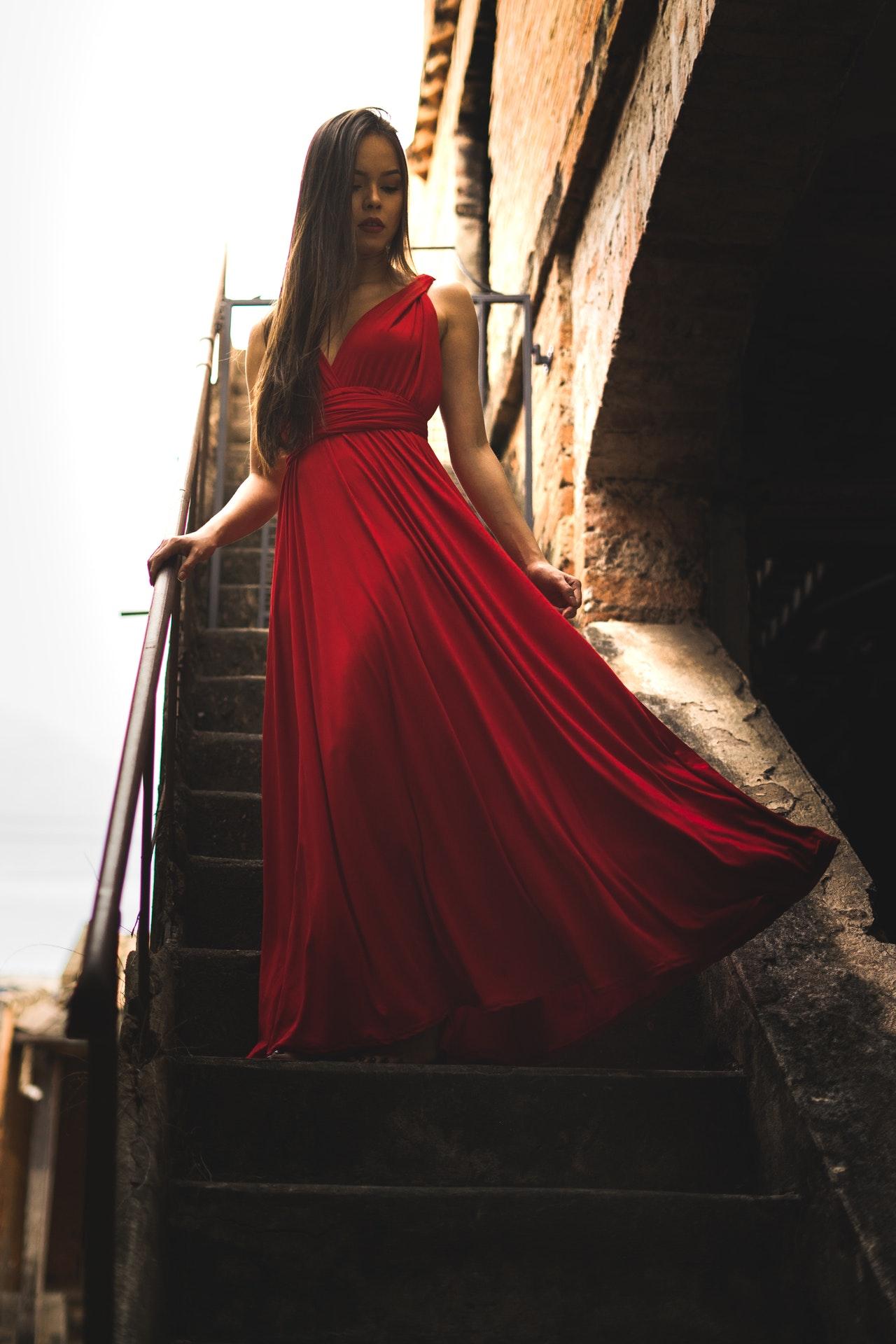 zwiewna sukienka na wesele